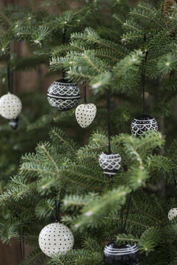 Ib Laursen, Joulupallo pitsikuvio, Musta/valkoinen, 4cm