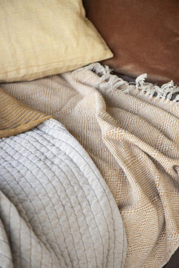 Ib Laursen, Harlequin-torkkupeitto, Sinapinkeltainen/luonnonvalkoinen