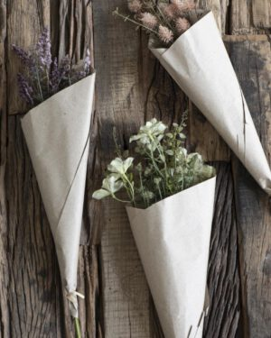 Ib Laursen, Kukkakimppu käärepaperissa, Vihreät sävyt